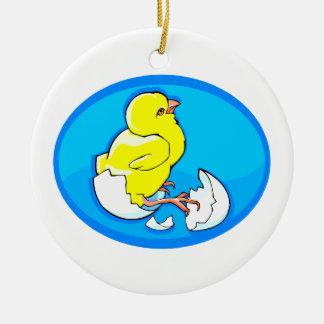 polluelos amarillos oval.png azul de la trama adorno redondo de cerámica