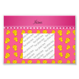 Polluelos amarillos rosados conocidos fotografía