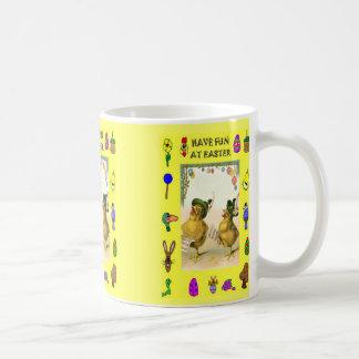 Polluelos de la moda taza clásica
