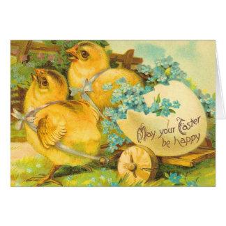 Polluelos de Pascua con el huevo Tarjeta De Felicitación