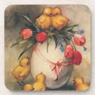 Polluelos de Pascua del vintage y tulipanes del Posavaso