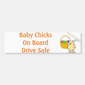 Polluelos del bebé a bordo el pollo de Pascua Etiqueta De Parachoque