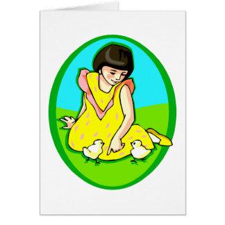 polluelos del vestido dos del amarillo del chica tarjeta pequeña
