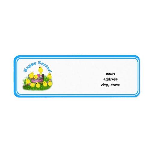 Polluelos 'n un texto de la cesta w/Blue Etiqueta De Remite
