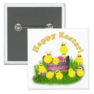 Polluelos 'n una cesta de Pascua (texto amarillo) Pin Cuadrado