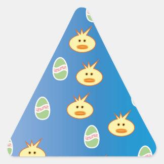 Polluelos y huevos de Pascua Pegatina Triangular