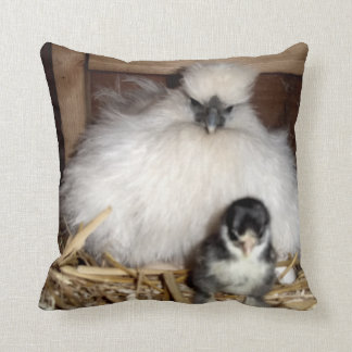 Polluelos y pollo de Silkie de la madre Cojin