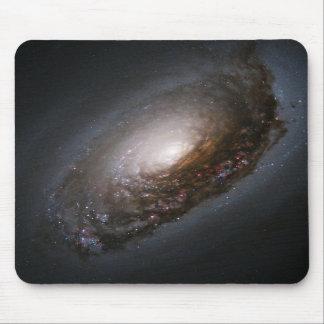 Polvo alrededor del núcleo de la galaxia M64 del o Alfombrilla De Raton