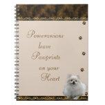 Pomeranian Pawrints en su ~brown del cuaderno del