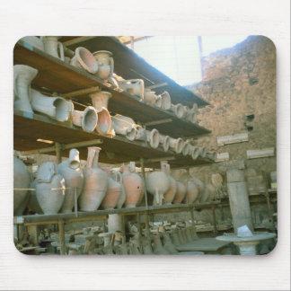 Pompeya, Amphorae en estantes Alfombrillas De Ratón