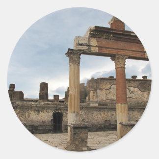 Pompeya - columnas restantes de la arcada pegatina redonda
