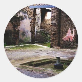 Pompeya - corte interna de la casa antigua de pegatina redonda