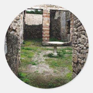 Pompeya - entrada a un patio antiguo pegatina redonda