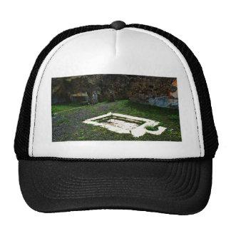 Pompeya - fuente de mármol en el jardín de un chal gorros bordados