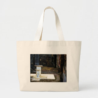 Pompeya - patio con las fuentes de mármol blancas bolsa lienzo