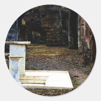 Pompeya - patio con las fuentes de mármol blancas pegatina redonda