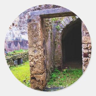 Pompeya - puerta de entrada a ruinas de una casa pegatina redonda