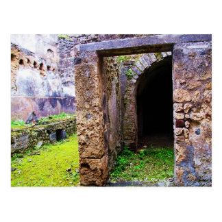 Pompeya - puerta de entrada a ruinas de una casa postal