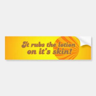 Pone la loción en su piel etiqueta de parachoque