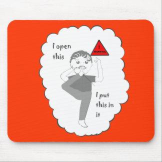 Poner su pie en productos del chiste de la boca mouse pads
