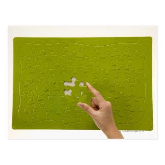 Poner un pedazo del rompecabezas tarjetas postales