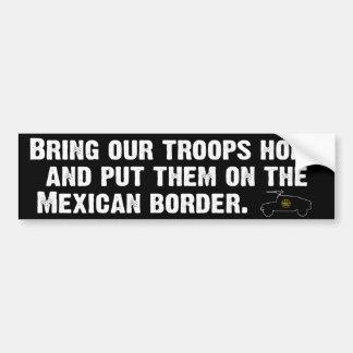 Ponga en evidencia a las tropas a casa… pegatina de parachoque