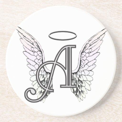 Ponga letras a un monograma inicial con las alas y posavasos diseño