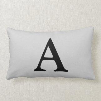 Ponga letras a una almohada lumbar