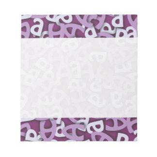 Ponga letras a una púrpura bloc de notas