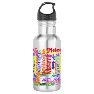 Ponga su nombre por todo este collage tipográfico botella de agua