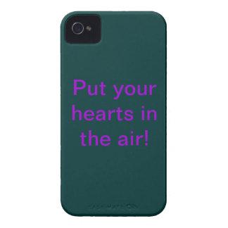 """¡""""Ponga sus corazones en el aire! '' iPhone 4 Case-Mate Cárcasas"""