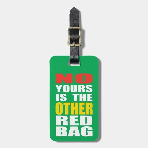 Ponga verde la otra etiqueta roja del equipaje del etiquetas maleta