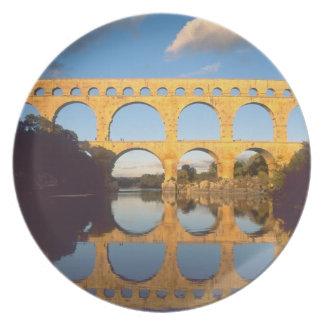 Pont du Gard, río de Gardon, Gard, Languedoc, Plato Para Fiesta