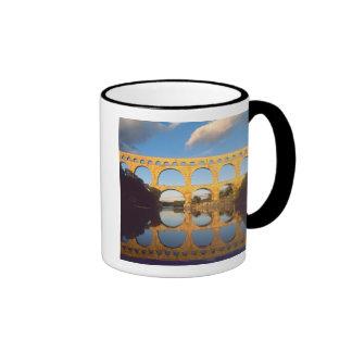 Pont du Gard, río de Gardon, Gard, Languedoc, Taza A Dos Colores