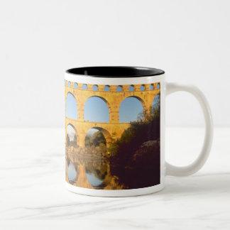 Pont du Gard, río de Gardon, Gard, Languedoc, Taza Dos Tonos