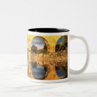 Pont du Gard, río de Gardon, Gard, Languedoc, Taza De Café De Dos Colores