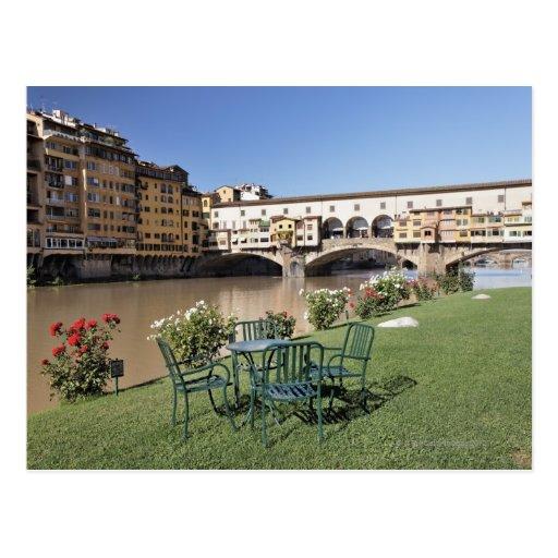 Ponte Vecchio y tabla a lo largo de Arno Rive Postales