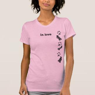 """pooch wedding lover - """"in love"""" T-Shirt"""