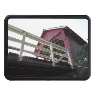 Por debajo el puente cubierto tapas de remolque