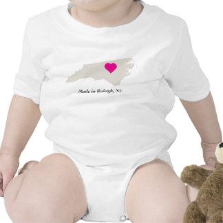 Por encargo en camiseta del bebé del amor del esta