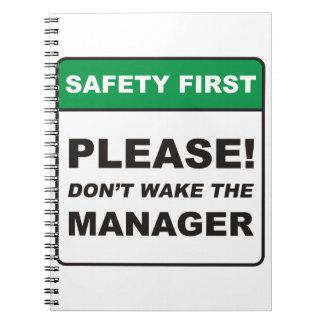 Por favor, no despierte al encargado cuadernos