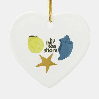 Por la orilla de mar adorno de cerámica en forma de corazón