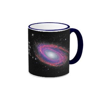 Por la taza de la galaxia del espacio de Astra del