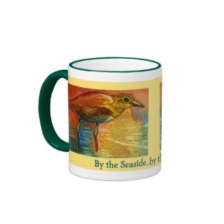 Por la taza del pájaro de mar de la playa