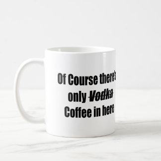 Por supuesto hay solamente café de la vodka en aqu taza básica blanca