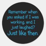Por supuesto soy duro en el trabajo etiquetas redondas