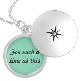 Por tal hora es este (collar del 4:14 de Esther) Medallón