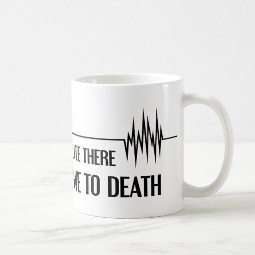 Por un minuto usted me aburrió a la muerte taza