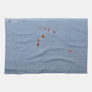Porciones de boyas de amarre que flotan en el agua toallas de mano