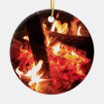 Porciones de fuego y de carbones ornamento de navidad